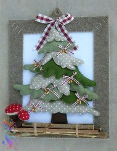 Natale feltro - by Luisa Valent Fabric Christmas Trees, Handmade Christmas Decorations, Felt Christmas Ornaments, Xmas Decorations, Christmas Wreaths, Xmas Tree, Christmas Makes, Christmas Art, Christmas Holidays