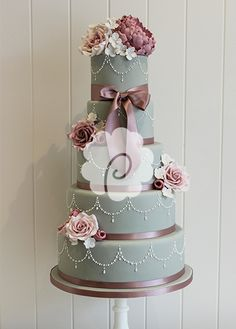 Beautiful formal cake, not the least because of the palette - gray and maroon.