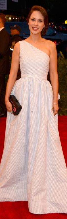 Who made Zooey Deschanels stripe one shoulder gown, jewelry, shoes, and clutch handbag that she wore to the 2013 Met Gala in New York?