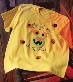 Cute monster eyeball t-shirt for Halloween from @Alissa Huybers Crafts!