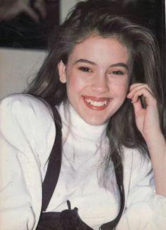 Alyssa Milano Young, Alisa Milano, 1987 Fashion, Anna Kendrick, First Girl, Celebs, Celebrities, British Style, Dark Hair