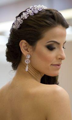Tiara para noivas garante penteado charmoso; veja 50 opções para comprar ou alugar - Casamento - UOL Mulher