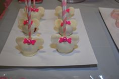 Cake Pops at a Minnie Mouse Party #minniemouse #party