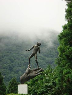'Hand of God' sculpture by Carl Milles at Hakone Open-Air Museum,  Hakone, Kanagawa, Japan - photo by meli1984 (Melissa Ruseler)
