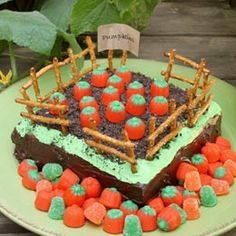Pumpkin Patch cake--adorable! Could probably just make a 9x13 instead of layering two 9x9s to make it quicker.