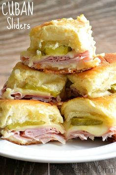 Cuban sliders ~ Ham, swiss cheese, dill pickles on slider buns topped with a dijon mustard spread ~ Perfect for a game time snack ! Think Food, I Love Food, Good Food, Yummy Food, Tasty, Cuban Sliders, Beef Sliders, Appetizer Recipes, Appetizers