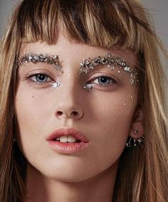17 trendy ideas makeup looks glitter eyebrows Beauty Makeup, Hair Makeup, Hair Beauty, Makeup Hairstyle, Prom Makeup, Hairstyle Ideas, Beauty Fotos, Glitter Eyebrows, Glitter Face