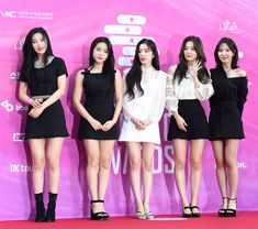 Red Velvet - Irene Wendy and Yeri feet r/kpopfeets Seulgi, Wendy Red Velvet, Red Velvet Irene, Stage Outfits, Fashion Outfits, Kpop Entertainment, Seoul Music Awards, Kim Yerim, Famous Models