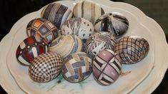 Как покрасить яйца на Пасху? 12 способов за 15 минут! Decor Crafts, Diy Crafts, Jelly Desserts, Easter Crochet, Kindness Rocks, Egg Decorating, Holiday Time, Everyday Food, Easter Crafts
