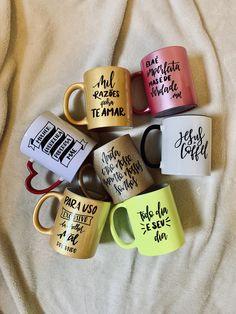 Lettering Tutorial, Hand Lettering, Diy Mugs, Diy Presents, Instagram Blog, Mug Cup, Diy And Crafts, Coffee Mugs, Geek Stuff