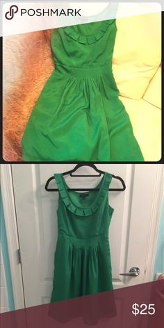 Green Banana Republic Dress Spring green 🍀💐 cute fit and flare dress! From banana republic.  In perfect condition - no stains, tears or other damage! Perfect for any spring occasion! 🌸🌸🌸 Banana Republic Dresses Midi