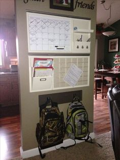 Family Command Centers Command Center Ideas - School year command center with busy boys!Command Center Ideas - School year command center with busy boys! Parent Command Center, Command Center Kitchen, Command Centers, Organization Station, Office Organization, Family Organization Wall, Ideas Para Organizar, Ideias Diy, Family Organizer