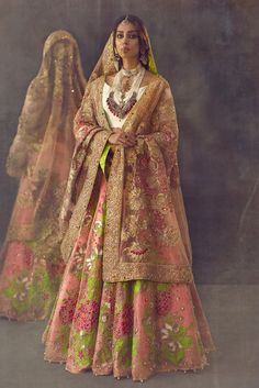 Ensure you look your best on your wedding day with our Ali Xeeshan Bridal Dress. Our Ali Xeeshan Bridal Dresses have an exquisite design. Designer Bridal Lehenga, Pakistani Designer Clothes, Pakistani Dress Design, Pakistani Designers, Indian Designer Outfits, Designer Dresses, Pakistani Wedding Outfits, Pakistani Bridal, Bridal Outfits