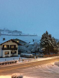 03.01.2016 - Es hat tatsächlich geschneit! Wo gestern noch alles grün war, liegt heute pulvriges weiß. Wunderbar zum Ski fahren!