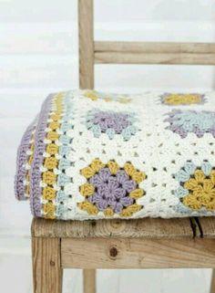 Crochet Granny Square Blankets Caron Simply Soft: autumn maize, blue, lavendar, and off-white : Lulus blanket via Granny Square Häkelanleitung, Granny Square Crochet Pattern, Crochet Squares, Crochet Granny, Granny Squares, Granny Granny, Crochet Blocks, Crochet Home, Love Crochet