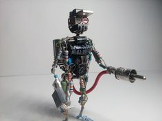 Electronic Components Art: Here are figurines made of old electronic stuff. New Electronic Gadgets, Electronic Recycling, Electronic Art, Electronics Components, Electronics Projects, Radios, Arte Robot, Hobbies For Men, Cheap Hobbies