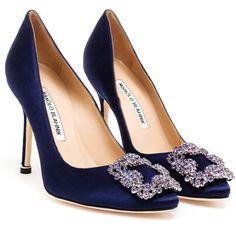 Hangisi by Manolo Blahnik Fancy Shoes, Trendy Shoes, Crazy Shoes, Stiletto Shoes, Pumps Heels, Toe Shoes, High Heels, Manolo Blahnik Hangisi, Satin Pumps
