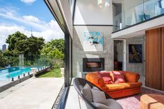 """New Zealand-based architecture studio Dorrington Atcheson Architects designed Elizabeth Street, a contemporary residence located in Freeman's Bay, Auckland, New Zealand. """"This new build in th… Auckland, Precast Concrete, Concrete Houses, Interior Architecture, Interior And Exterior, Interior Design, Street Pictures, Lounge Suites, Ideas Hogar"""