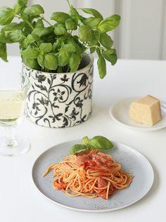 Cremige Spaghetti mit Tomatensauce und Parmaschinken | Schnelles Familienrezept Pasta Tomate Basilikum