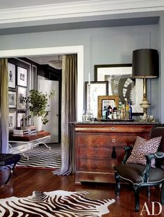 Find home décor inspiration at Architectural Digest. Everything you'll need to design each and every room in your house, from the kitchen to the master suite. Design Entrée, House Design, Design Ideas, Decorating Your Home, Interior Decorating, Interior Design, Decorating Ideas, Room Interior, Living Room Decor