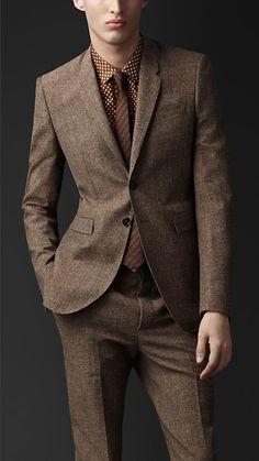 Gentlemen i do not know about you, but in my opinion the tailored double buttoned suit with two back vents is simply the number one on my list.| Burberry