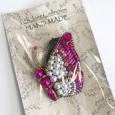 Б А Б О Ч К А. Сделана на заказ! Готова лететь к своей новой хозяйке🦋. #брошь #брошки #бусины #brooches #кристаллы #бабочка #брошьбабочка #handmade #handmadejewelry