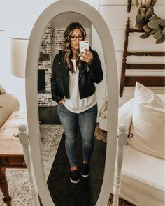 Shop Your Screenshots™ with LIKEtoKNOW.it, a shopping discovery app that allows you to instantly shop your favorite influencer pics across social media and the mobile web. Curvy Fashion, Look Fashion, Plus Size Fashion, Autumn Fashion, Fashion Outfits, Womens Fashion, Korean Fashion, Fashion Tips, Curvy Girl Outfits