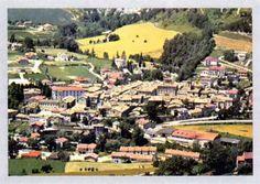 FANCIULLEZZA (1660-1677) di Santa Veronica Giuliani Orsola(Veronica Giuliani) nacque a Mercatello sul Metauro, il 27 dicembre 1660, da Francesco Giuliani, una delle persone più ragguardevoli del posto, intelligente e ambizioso, che sarà un giorno sopraintendente del Ducato di Parma, e da Benedetta Mancini, sposa profondamente pia, custode gelosa dell'anima delle sue sette figlie (due morirono in tenera età). A loro inculcava l'orrore per tutto ciò Parma, Veronica, Dolores Park, Travel, Viajes, Trips, Tourism, Traveling