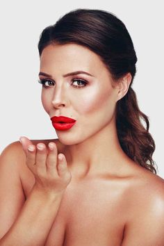 Chloe Lewis went nude and showed off her cleavage in her photo shoot for her new lipstick range!
