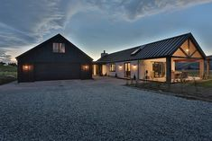 Finding the top metal building home ideas. Modern Barn House, Barn House Plans, Metal House Plans, Metal Building Homes, Building A House, Style At Home, Stommel Haus, Gable House, Long House
