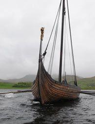 Una réplica de un típico barco vikingo en Borg en las Islas Lofoten, Noruega - Fotografía: visitnorway.com/Chris Arnesen