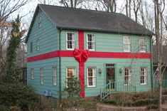 Since the early 80s Nell Bullard wrapped her home up like a HUGE Christmas Gift and continued doing so until her passing. Her kids, who...
