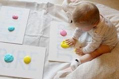 We tested yogurt paint last week. The idea has you . Infant Activities, Activities For Kids, Baby Co, Best Funny Videos, Baby Games, Babysitting, Kids And Parenting, Parenting Plan, Parenting Articles