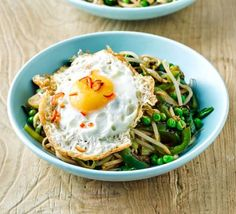 This quick and healthy veggie dinner has a base of wholemeal noodles for a filling, fibre-rich supper. Bbc Good Food Recipes, Egg Recipes, Asian Recipes, Vegetarian Recipes, Healthy Recipes, Ethnic Recipes, Healthy Foods, Stir Fry With Egg, Perfect Fried Egg