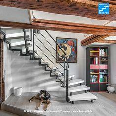ZWEIHOLMTREPPE Stufen Esche weiß Longlife Besonderheit: geschraubte Zweiholmtreppe. Stufenmaterial Esche weiß Longlife, Rechteckrohrprofile und Geländertyp 310 (Stabstahlgeländer) Reling. Mehr Treppen unter www.kenngott.de