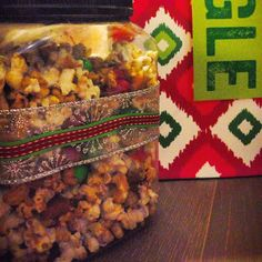 A good gift for families or couples: make your own caramel #popcorn! It's less messy than baking and takes up less of your valuable wrapping time. I used this recipe http://www.afarmgirlsdabbles.com/2013/12/23/moms-microwave-caramel-popcorn-recipe/ and added several dashes of cinnamon for a spicier kick. Throw in sea salt for a salted caramel flavor. I added some peanuts for extra crunch and holiday M&Ms to match the #xmas colors on the ribbon. I recycled a snack jar to store the popcorn :)