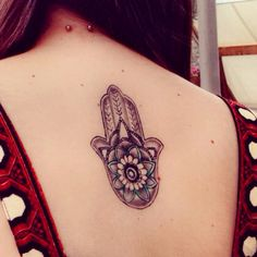 ❤️ #hamsa #khamsa #handoffatima #fatimashand #tattoo #mandala #back #blue #piercing #neckpiercing #napepiercing #neck #flower