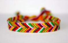 Love the colors Do It Yourself Crafts, Bracelet Patterns, Paracord, Artsy Fartsy, Wild Flowers, Friendship Bracelets, Knot, Diy Ideas, Projects To Try