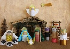 Manger with paper rolls Nativity Crafts, Christmas Nativity, Retro Christmas, Christmas Deco, Kids Christmas, Holiday Crafts For Kids, Xmas Crafts, Toilet Paper Roll Crafts, Sunday School Crafts