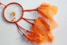 Sternzeichen Zwilling - der passende Traumfänger in orange  mit Bernstein - Amber    Jedem Sternzeichen sind Farben, Steine, Planeten etc. zugeordnet.