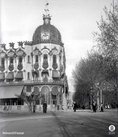 Antic Hotel Colon (1902-1916), situat a la plaça de Catalunya cantonada Passeig de Gràcia / Paseo de Gracia de Barcelona. La foto probablement és de 1905. Fotògraf: Frederic Juandó Alegret + imatges flickr.com/arxiuspal / diba.cat/spal