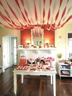 Valentine party ideas. Pink & red, straws on table, streamers, Marimekko napkins.