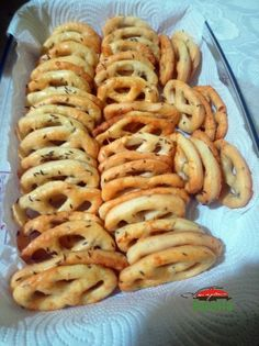 Finger Food Appetizers, Finger Foods, Appetizer Recipes, Romanian Desserts, Romanian Food, Arabic Food, Bread Baking, Sausage, Deserts