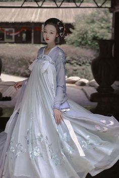 Sky/clouds Korean Traditional Dress, Traditional Fashion, Traditional Dresses, Dynasty Clothing, Asian Cute, China Girl, Chinese Clothing, Chinese Culture, Mori Girl