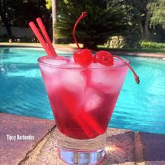 Tickle Me Elmo Cocktail - For more delicious recipes and drinks, visit us here: www.tipsybartender.com