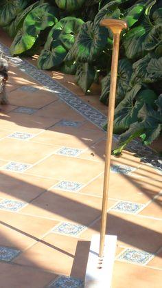 Baston nº 28. Realizado en madera de nogal rondeño con filetes de plata ondulados embutidos. Coleccion  rcuetosevilla@gmail.com                 Málaga