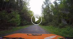 Carro De Corrida Despista-se, a Câmara De Filmar Cai e Filma Imagem Impressionante Do Acidente