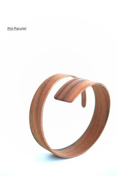 bracelet en palissandre. wood bracelet, wooden jewelry  contemporary jewelery