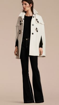 A modern take on the classic duffle, this Burberry cape coat is detailed with wooden toggles and rope closures. Soft and warm, it is woven in a wool and cashmere blend.