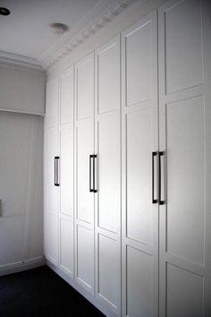 Best white bedroom wardrobe built ins Ideas Bedroom Built In Wardrobe, White Wardrobe, Fitted Wardrobe Interiors, White Closet, Pax Wardrobe, Wardrobe Storage, White Cupboards, Bedroom Cupboards, Bedroom Cupboard Doors
